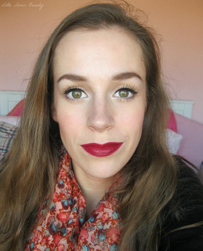 Diepe, wijnrode lipstick (Kate for Rimmel, 107)